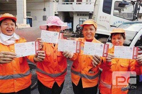 广西南宁五名小学生寄明信片感谢环卫工人
