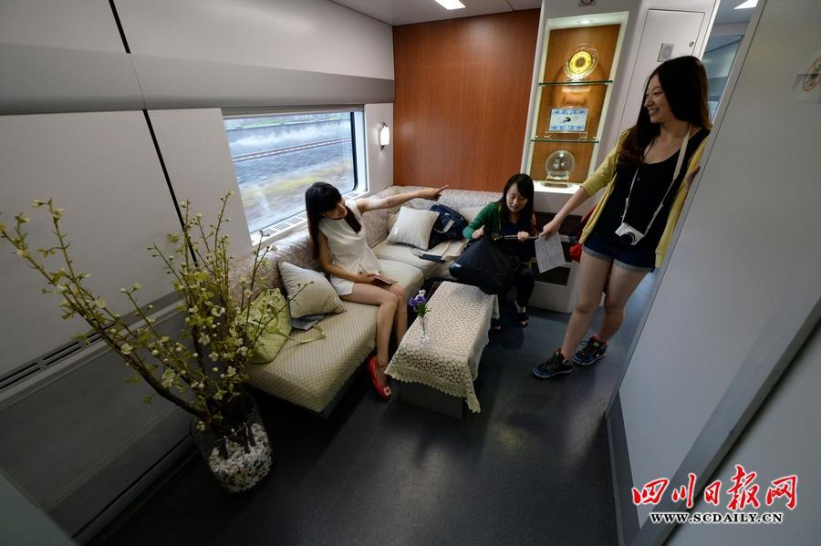 软卧车厢内的休息间.-蓉沪动车首发高级软卧 内部环境似 星级宾馆