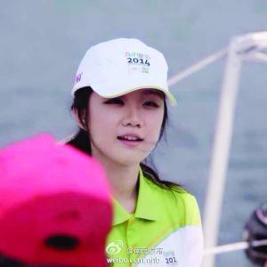 南京19岁青奥美女志愿者爆红网络(图)