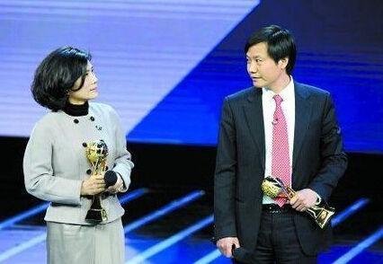 2013年年底,在中央电视台中国经济年度人物颁奖典礼上,董明珠与雷军有场十亿元赌约。