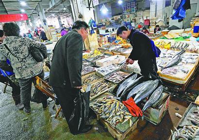 济南春节海鲜大市场需求旺 鲍鱼价格大幅下降