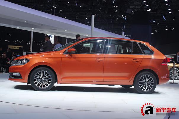 【摘要】上海大众汽车VW品牌携Polo、Santana、Lavida、Lamando、Passat、Tiguan及Touran共七大车系,亮相国家会展中心(上海)5.1号馆与1号馆。其中,桑塔纳品牌全新车型Gran Santana桑塔纳浩纳首发亮相,成为展台焦点。