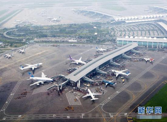 广州白云机场受天气影响航班延误【组图】