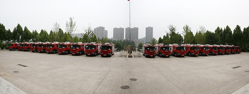 """山东喜迎""""新战友""""170辆城市消防主战车将上岗(组图)"""