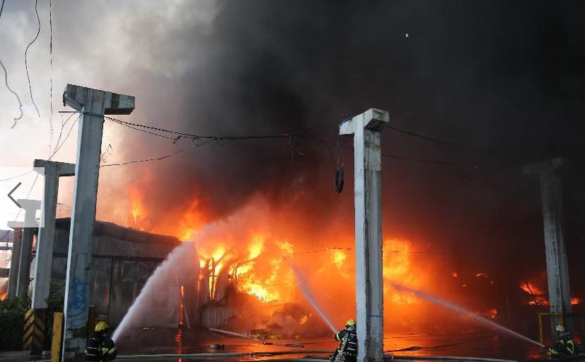 北京大红门木材厂突发火灾