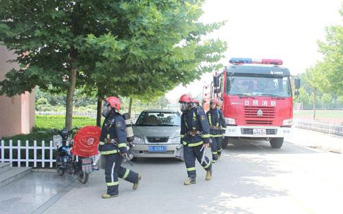 日照:3辆消防车实战演练进校园 做好夏季消防安全保卫工作(图)