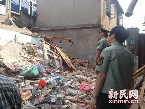 上海:液化气民居v民居一栋两层楼钢瓶坍塌5人受消防配件灯标志图片