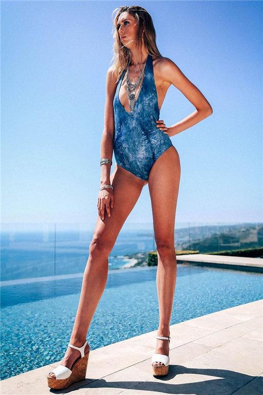 194CM女模特腿长12米 刷新美国最长腿纪录【