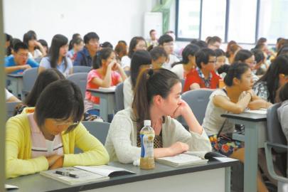 江苏一学院女生占87% 学校特意改造增加女卫生间(图)