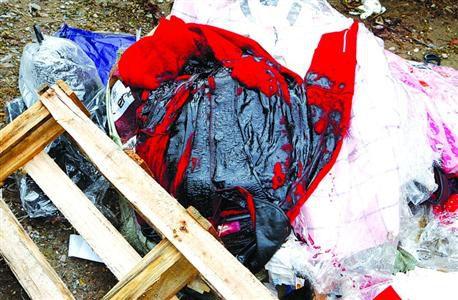 德邦物流一包裹发生化学品泄露 红衣被腐蚀变黑色(图)