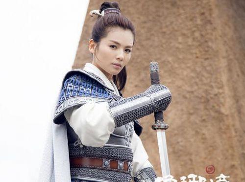 已经是两个孩子妈的刘涛,古装造型美而不俗,气质浑然天成.