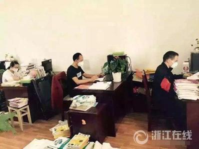 浙江一中学学生因臭味戴口罩上课 当地环保介入调查(图)