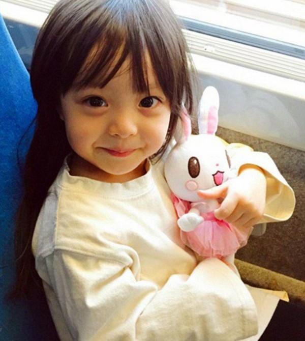 日韩混血小萝莉可爱逆天 吸粉数十万 图图片