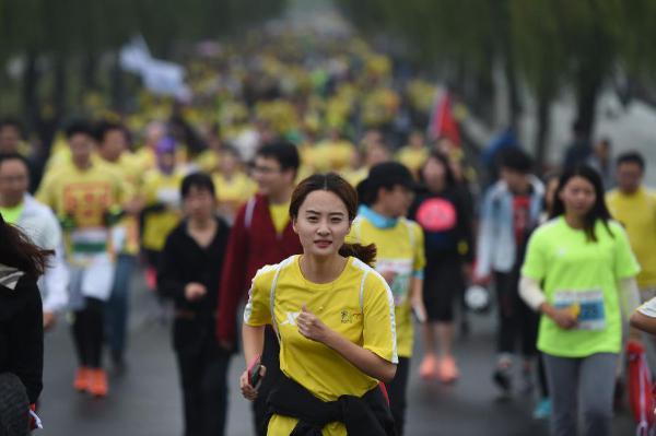 """杭州马拉松开跑 """"2015杭州国际马拉松""""今日举行-杭州马拉松开跑"""