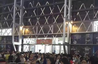 """""""抢房""""大战:深圳6小时成交60亿 十年最大规模万人购房 (图)"""