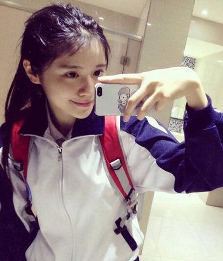 广东18岁女高中生晒自拍