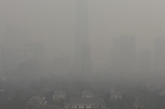 图片来自网络   臭氧监测仪监测到的大气气体之一是二氧化氮,这种黄褐色气体是汽车、电厂及工业活动常见的排放物。NASA据以制作的空气品质指标地图,显示出全球空污状状在过去10年间的变化,以颜色的变化显现,美国与欧洲可见显着改善。   今年稍早,全球空气品质指数也推出全球即时污染地图互动工具,要让城市居民掌握空气中有害微粒浓度的最新资讯。   这份地图提供了细悬浮微粒PM2.