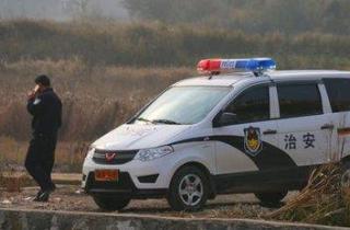 村支书擅自改装警车 保镖环身称霸一方遭网媒披露后被查 (组图)