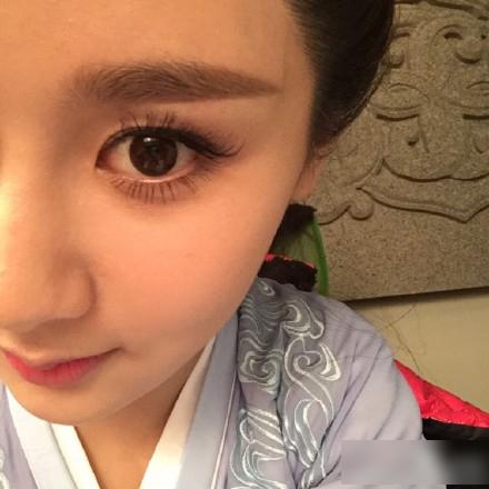 24岁杨紫自拍撞脸杨幂 韩寒撞脸日本AV女优