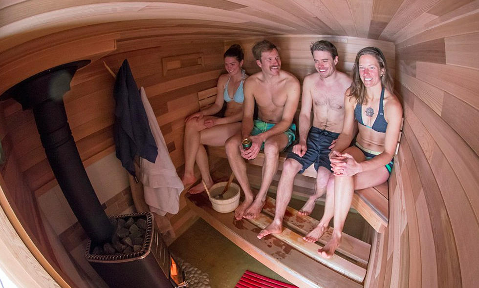城会玩!小伙自制移动桑拿浴室 随时享受温暖