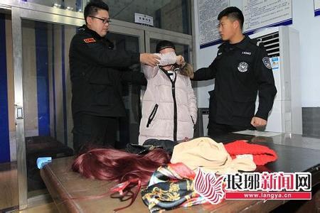 男男扮女装盗窃被抓 贪财不够竟盗女人内衣