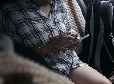 快车司机偷拍女乘客 微信建群猥琐评颜值(组图)