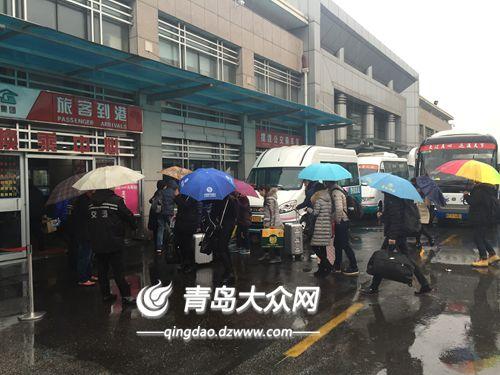 """青岛汽车站昨迎返程高峰 """"五一""""送客18万人次"""