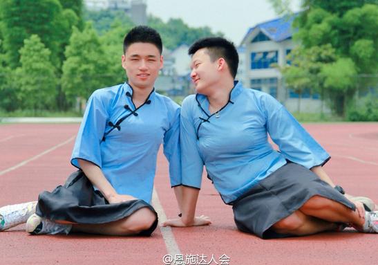 """亮瞎!男扮女装毕业照 网友盛赞""""民国妹妹""""(组图)"""