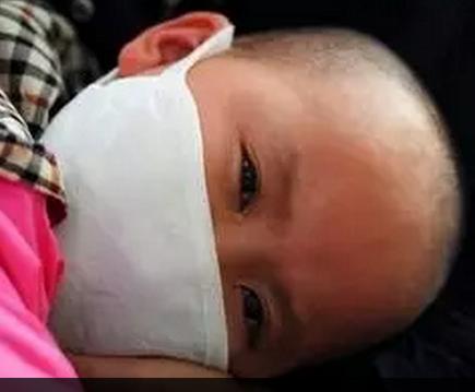 懂事的让人心疼:7岁白血病女孩自己拔掉氧气管 感恩父母付出(组图)