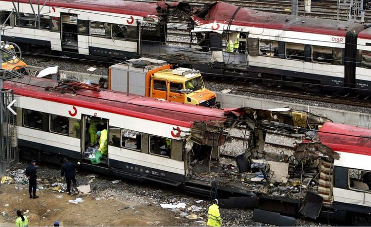 台铁列车爆炸案,台湾台铁1258次区间车7月7日晚10时行驶到台北市松山车站时发生爆炸起火,25名乘客遭受轻重伤。嫌疑人伤势严重犯案动机尚不明确。中新网7月9日电 据台湾中央社报道,台铁列车爆炸案,台湾方面项目小组发现新证据。台湾刑事局长 刘柏良 8日表示,从相关迹证包含人证、物证及DNA,分析伤者 林英昌 嫌疑最重,几乎可以确定 破案 。