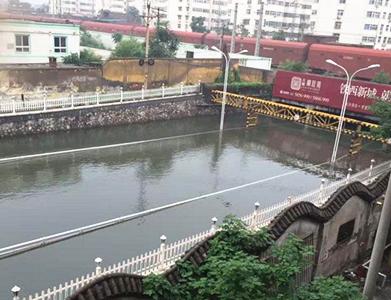 河南新乡积水逐渐退去 居民生活恢复正常