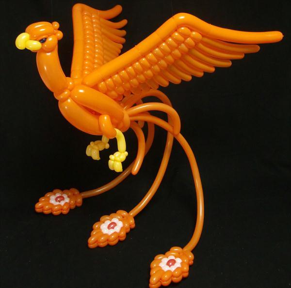 日男子巧手编织气球动物创意十足