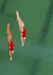 里约奥运泳池水突变绿色