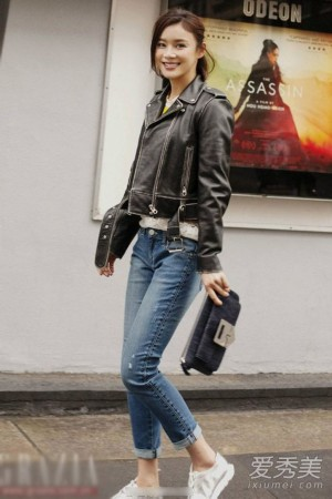 女明星皮夹克搭配图片