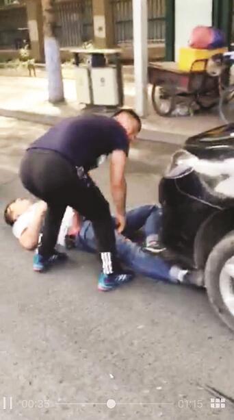 bwin娱乐游戏哈尔滨两车争道起争执