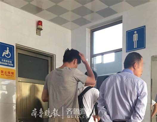 济南市民生活百态:黑虎泉打水