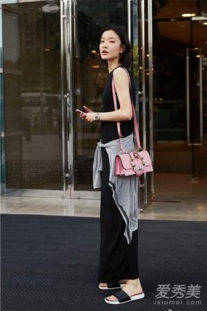 杨幂戚薇迪丽热巴 女星最新街拍背的什么包