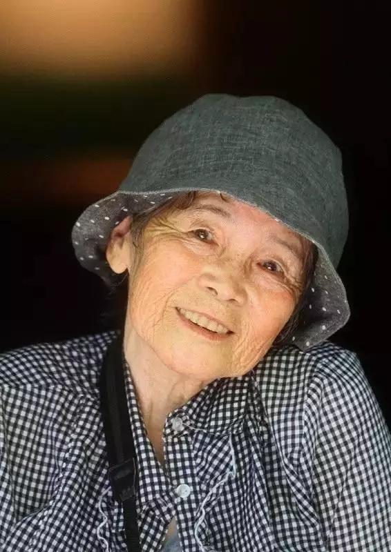 """88岁奶奶成网红 竟然是靠骑自行车""""碰瓷""""(组图)"""