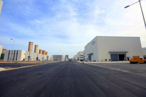 青岛东方影都影视产业园15个摄影棚竣工交付