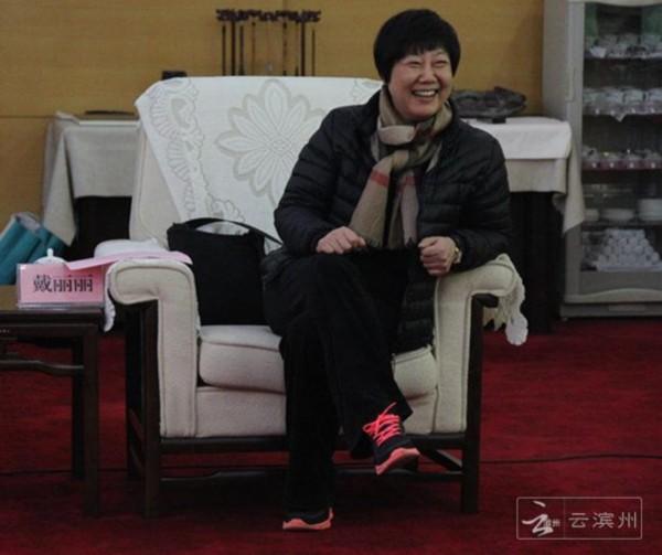 乒乓名将签约滨州将来滨州齐聚八一队参加仪载人滑翔机多少钱一架图片