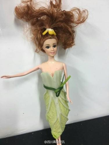 有才!大学生用蔬菜给芭比娃娃做衣服