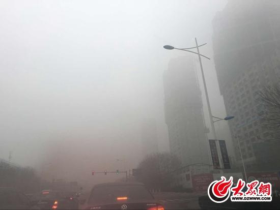 日照发布大雾橙色预警 部分地区能见度低于200米(组图)