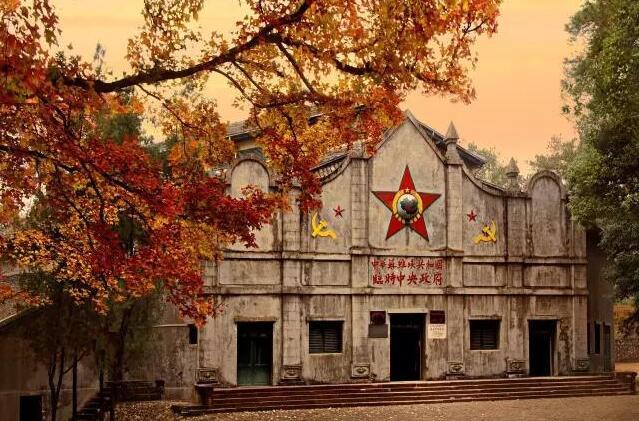 300处景区入选《全国红色旅游经典景区名录》(图)