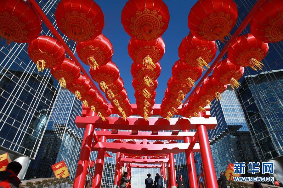 北京街头张灯结彩 春节临近年味渐浓(组图)