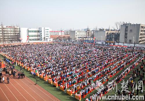刘涛通讯员颜婷婷)2月25日,距离2017年v初中仅有100天,襄阳四中初中好钦州市高三哪个图片