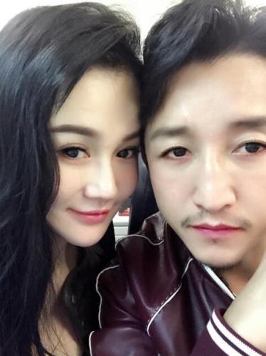 邹市明和老婆比美:哥哥刮了胡子说不定谁漂亮!