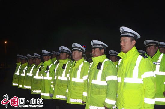 """滨州市异地用警 在阳信开展""""春雷""""夜查执法行动"""
