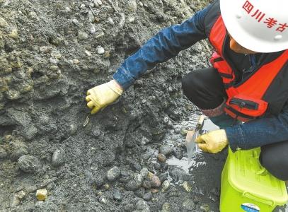 江口沉银传说证实 ,超万件张献忠宝物出水,考古现场照片曝光