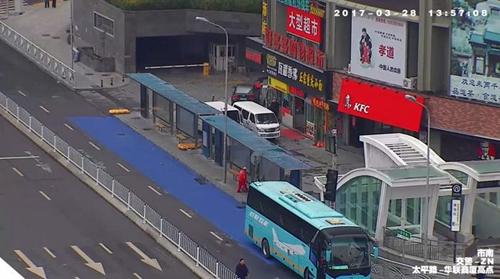 泰安路机场巴士站.图片来自市南交警