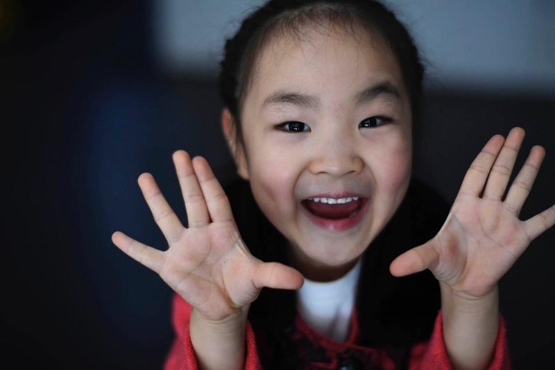 5岁女孩广场领舞 感觉到了时代的差距(组图)